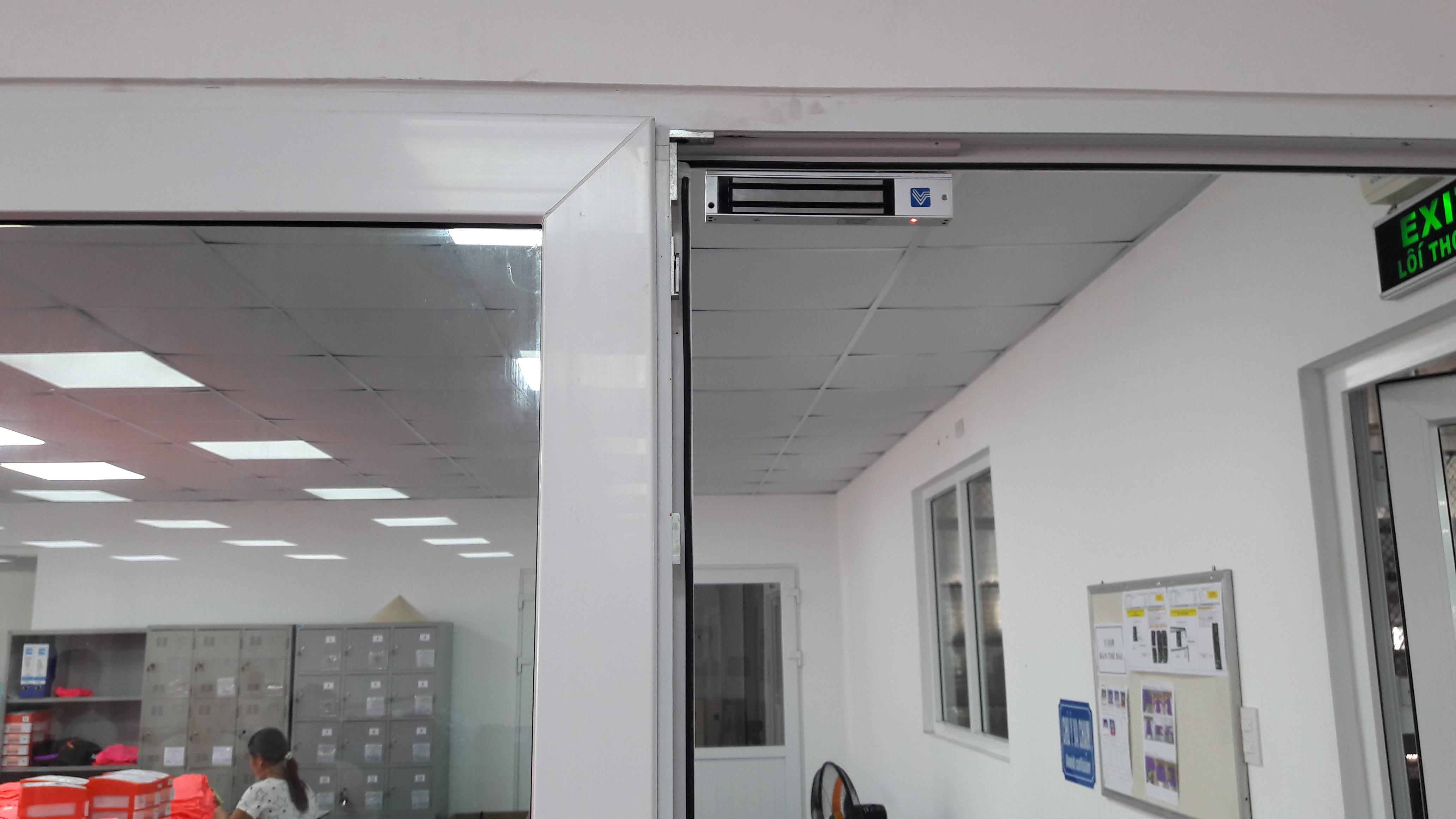 Khoa tu dien Vi-280LED được sử dụng cho nha may